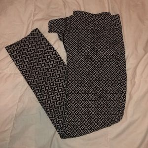 Patterned ankle pants